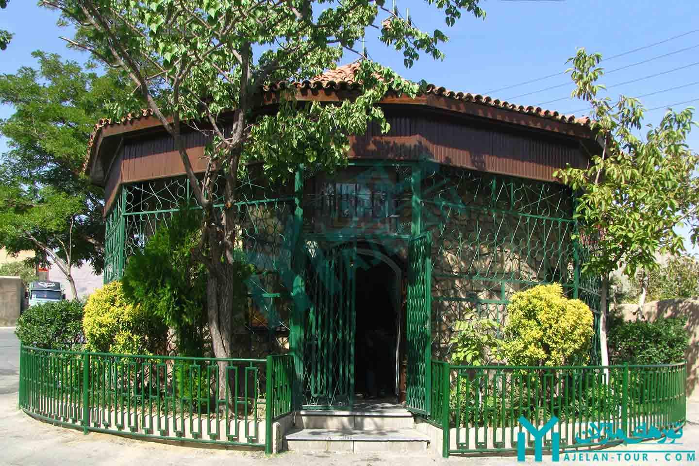تور تفرش ، شهر پدر فیزیک ایران - مقبره دکتر حسابی