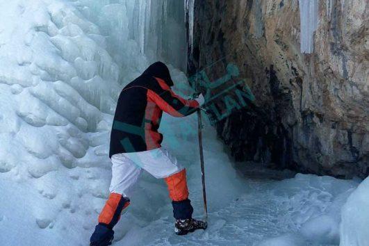 آبشار خور در زمستان