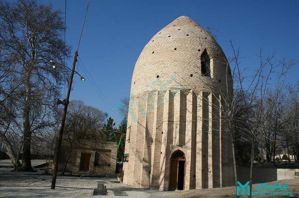 برج آرامگاهی روستای کردان - گردشگری ساوجبلاغ